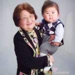 母の日 祖母と孫のツーショット